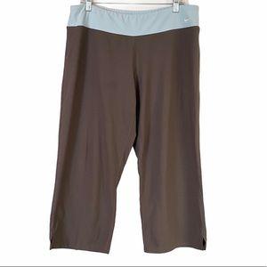 Nike Color Block Soft Crop Capri Leggings Size XL